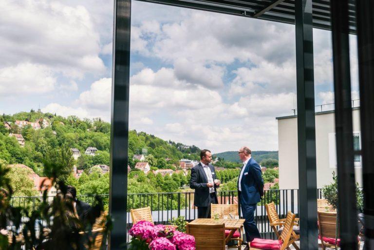 Austausch auf der Terrasse